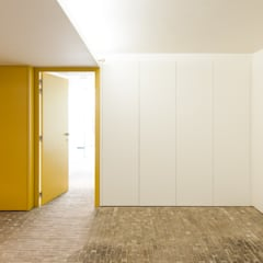 appartements DKJ: Garage / Hangar de style  par P8 architecten