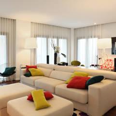 Apartamento Expo_Design Interiores: Salas de estar  por Tiago Patricio Rodrigues, Arquitectura e Interiores