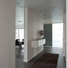 Neubau Einfamilienhaus mit Garage in Erkelenz:  Flur & Diele von Architekturbüro J. + J. Viethen