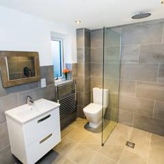 Sundown, Widemouth Bay, Cornwall:  Bathroom by The Bazeley Partnership, Modern