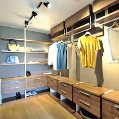 Voltaj Tasarım – THEATRON: modern tarz Giyinme Odası