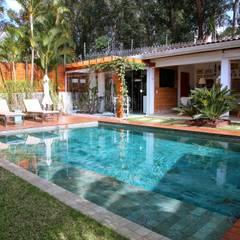 Residência Jardim Marajoara: Piscinas  por MeyerCortez arquitetura & design