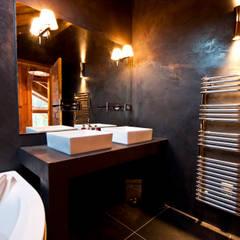Chalet de Claude: sale de bain: Salle de bains de style  par shep&kyles design