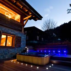 Chalet Chardon - jacuzzi extérieur: Spa de style de style Moderne par shep&kyles design