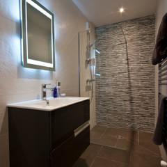 Chalet Les Chantéls: sdb 6: Salle de bains de style  par shep&kyles design