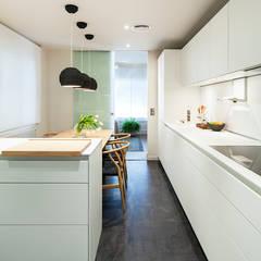 廚房 by DyD Interiorismo - Chelo Alcañíz, 現代風