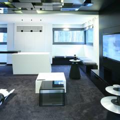 Pokój multimedialny: styl , w kategorii Pokój multimedialny zaprojektowany przez living box