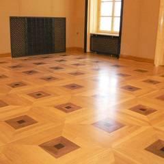Kancelaria Premiera RP - układanie i renowacja podłóg drewnianych: styl , w kategorii Biurowce zaprojektowany przez Profi Parkiet II Parkiet.pl