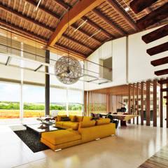 Salas / recibidores de estilo rural por DFG Architetti