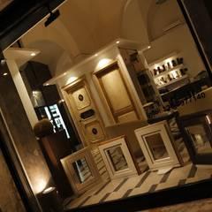Illuminazione Mirata: Spazi commerciali in stile  di ECOLEDSOLUTION