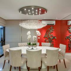 Apartamento Ribeirão Preto: Salas de jantar  por Designer de Interiores e Paisagista Iara Kílaris,Moderno