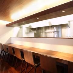 IVENTICELLI: 4建築設計事務所が手掛けたレストランです。,モダン