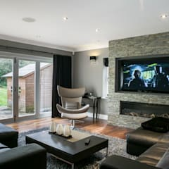 Hata Smart Home:  Living room by Finite Solutions