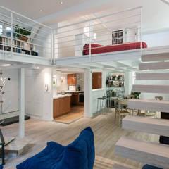 Loft avec mezzanine: Salon de style de style Moderne par Fables de murs