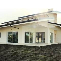 Family House: Case in stile  di Lucia D'Amato Architect