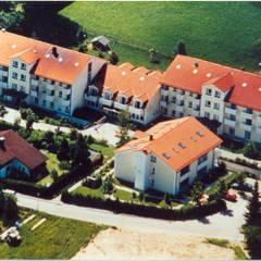 Seniorenresidenz Bergen/Ch.  mit Schwesternhaus:  Krankenhäuser von Architekturbüro Rudolf Fürstner