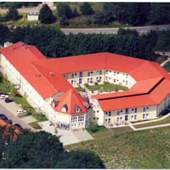 Seniorenwohn- und Pflegeheim Garching/Alz:  Krankenhäuser von Architekturbüro Rudolf Fürstner