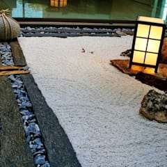 Jardines zen de estilo  por Jardines Japoneses -- Estudio de Paisajismo,