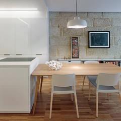 Piso Vilas: Comedores de estilo  de Castroferro Arquitectos