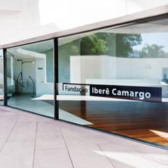 Projeto Fundação Iberê Camargo Museus modernos por Malu Soeiro Reforma, Arte e Design Moderno