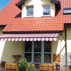 markizy / awnings Klasyczny balkon, taras i weranda od Markiz Serwis Klasyczny
