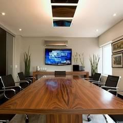 Oficinas de estilo  por STUDIO CAMILA VALENTINI,