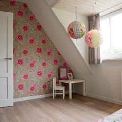 Moderne nieuwbouw:  Kinderkamer door Hemels Wonen interieuradvies