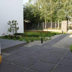 Dom ZESTAWNA : styl , w kategorii Ogród zaprojektowany przez REFORM Konrad Grodziński,