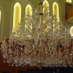 Gran Lámpara para templo religioso: Palacios de congresos de estilo  de Bimaxlight