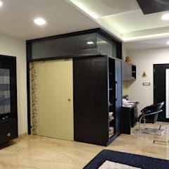Residence of Mr. Vijayanand :  Dressing room by Hasta architects
