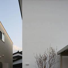 Casas modernas de 深山知子一級建築士事務所・アトリエレトノ Moderno