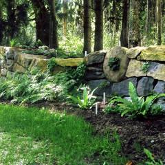 Garden by Staudengärtnerei Gaissmayer, Country