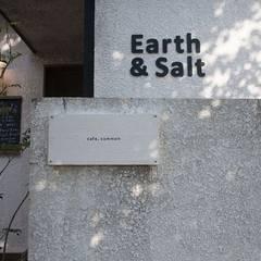 広尾のギャラリーカフェ[Earth & Salt]: VOLOが手掛けたオフィススペース&店です。