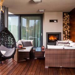 Luksusowe wnętrza z drewnem w roli głónej: styl , w kategorii Taras zaprojektowany przez Viva Design - projektowanie wnętrz