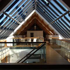 Maer Barn, Bude, Cornwall:  Corridor & hallway by The Bazeley Partnership, Modern