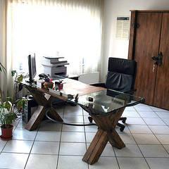 Büro mit Alholzmöbel:  Bürogebäude von Tischlerei RMD Rustikales Möbeldesign