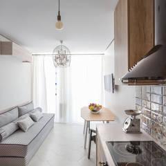 Проект однокомнатной квартиры  40 м² (раздельная комната): Гостиная в . Автор – SAZONOVA group, Скандинавский
