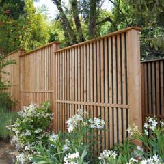Schallschutzzaun Limes: moderner Garten von Braun & Würfele - Holz im Garten
