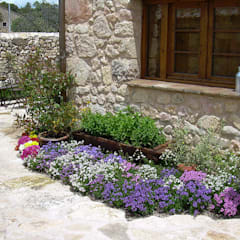jardín estilo rúestico: Jardines de estilo  de contacto36