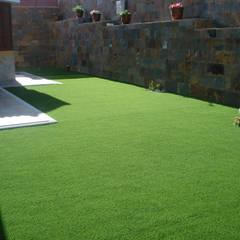Instalación Césped Artificial Fuerteventura: Jardines de estilo  de Ceramistas s.a.u.