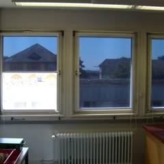 Universität Hohenheim -- innenliegender Sonnenschutz:  Schulen von ah-rol Folienrollosysteme UG (hb)