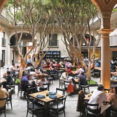 Restaurante Azul Histórico: Edificios de Oficinas de estilo  por kababie arquitectos