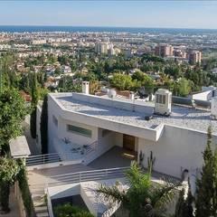 Fachada: Casas de estilo minimalista de Hansen Properties