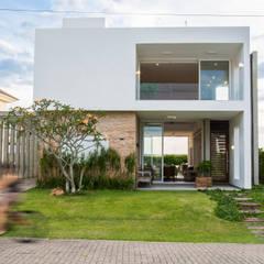 Casas de estilo  por SBARDELOTTO ARQUITETURA
