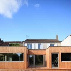 VIOLETTE: Maisons de style  par bertin bichet architectes