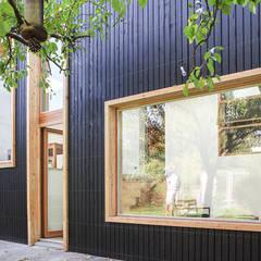 DEMI NIVEAUX: Maisons de style  par bertin bichet architectes