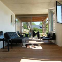 Maison V.W.: Terrasse de style  par Franklin Azzi Architecture,