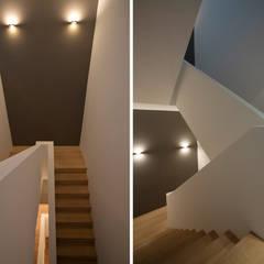 Corridor & hallway by DG/D Architekten,