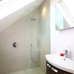 Single Storey Extension and Loft Conversion, Lance Rd:  Bathroom by London Building Renovation