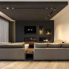 Woonkamer: moderne Woonkamer door Leonardus interieurarchitect